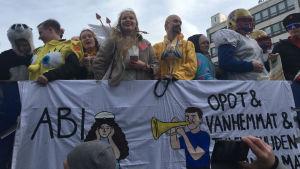 Abiturienter firar penkis i Vasa.