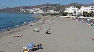 vy över badstrand på spanska solkusten, Fuengirola