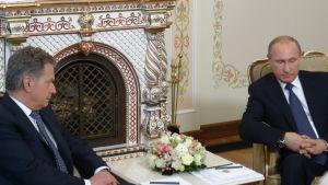 Presidenterna Niinistö och Putin i Novo-Ogarjovo.