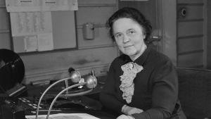 Radioanmälare Ebba Jacobson-Lilius i radiohuset på Fabiansgatan