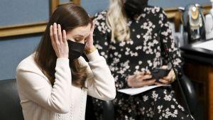 Statsminister Marin informerade riksdagen om exitplanen på onsdag..