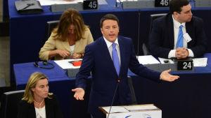Italiens premiärminister Matteo Renzi presenterar Italiens ordförandeskap inför Europaparlamentet.