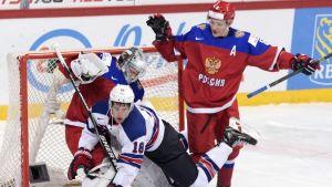 En amerikan faller i semifinalen mot Ryssland.