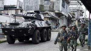 President Rodrigo Duterte har satt in både markstyrkor och flygvapnet mot jihadisterna i Marawi
