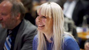 Laura Huhtasaari utsedd till Sannfinländarnas presidentkandidat.