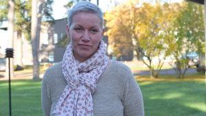 En kvinna som heter Bodil Strandström, hon jobbar med förebyggande missbrukarvård i Raseborg.