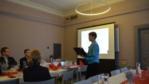 Anna Salmensaari från Innovasjon Norge berättar om möjligheterna till business i Norge