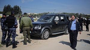 Tre fordon i premiärminister Rami Hamdallahs konvoj träffades av kulor och bombsplitter, men ingen person dödades eller skadades
