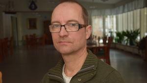 En SDP-politiker i Raseborg som heter Roy Hellén.