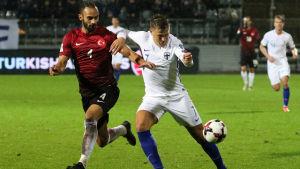Robin Lod spelar fotboll i Spanien.