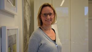 Verksamhetsledare Micaela Romantschuk vid Hem och skola i Finland.