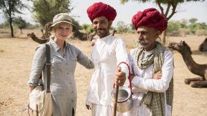 Näyttelijä Joanna Lumley tutustuu synnyinmaahansa Intiaan.