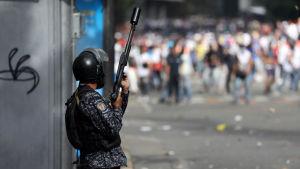 En venezuelansk polis under protesterna 23.01.2019.