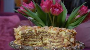 Oscar II:s tårta på ett fat