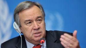 FN:s generalsekreterare Antonio Guterres har flugit till Libyen i hopp om att kunna ordna en nationell försoningskonferens