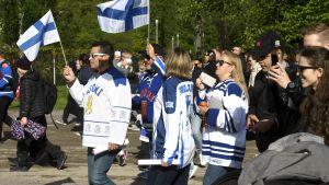 De finska fansen firar guldvinsten.