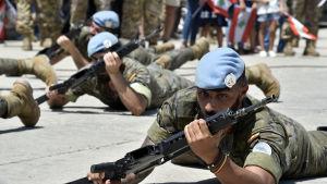Dessa spanska soldater ingår i UNIFIL som består av omkring 10 500 soldater, bland dem 200 finländare