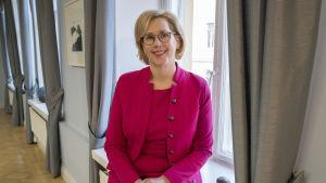 Työministeri Tuula Haataisen taustainfo
