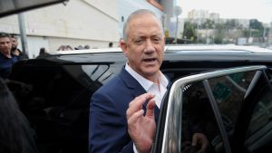 Oppositionsledaren, ex-generalen Benny Gantz erkände sin förlust kort efter att vallokalerna hade stängt.