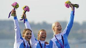 Silja Lehtinen, Silja Kanerva och Mikaela Wulff med OS-bronsen 2012.