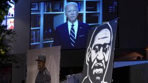 Joe Biden på en skärm, och bilder av George Floyd i förgrunden.