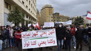 Tusentals arga libaneser marscherade nyligen genom centrum av Beirut med krav på att man snabbt får ihop en ny regering som kan tackla brännande problem.