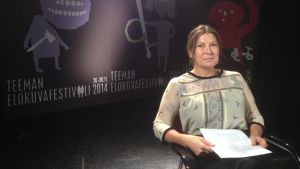 Festivaalipuhetta: ohjaaja Maarit Lalli puhuu Hohdosta.