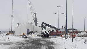 Arbeten med gasrör i Koverhar hamn i Hangö.