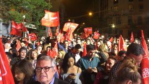 Valsegraren PSOE:s anhängare firar i Madrid.