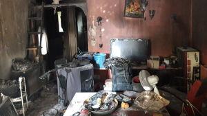 Marko Perälän kodin olohuone ja siellä ollut irtaimisto tuhoutui kokonaan torstaina 3. lokakuuta tapahtuneessa tulipalossa Vaasassa.