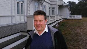 Svenska Erik Jahn letar efter sin biologiska pappa i Finland.