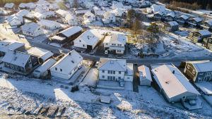 Småhusområde i vinterskrud