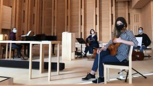 Musiikkimessun tekijät Mari Torri-Tuominen, Elsa Sihvola, Camilla Bäckman ja Tuomas Meurman Viikin kirkossa.