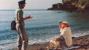 Massimo Troisi ja Philippe Noiret elokuvassa Il Postino - Posteljooni