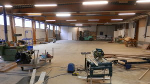Här byggs den nya snickeriverkstaden upp i Jakobstad