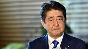 Japans premiärminister Shinzo Abe anser att de nordkoreanska missiltesten är oacceptabla