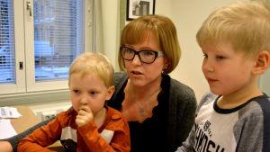 Barn fick bekanta sig med föräldrarnas jobb på den riksomfattande Barn med på jobbet-dagen.