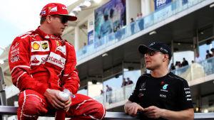 Kimi Räikkönen och Valtteri Bottas i samspråk