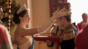 Claire Foy i rollen som Elizabeth II och Matt Smith som Prins Philip i Netflix-serien The Crown