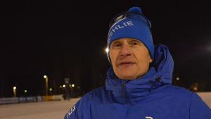 Ben Lindström i bild med blå jacka