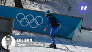En finländsk skidåkare testar banorna i OS