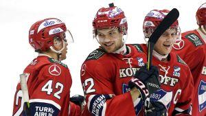 Helsingfors IFK jublar över mål.