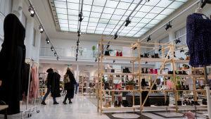 """Kauppakeskus Galleria Esplanadin vaateliike ja muotiketju """"& Other Stories"""", Helsinki, 11.3.2018."""