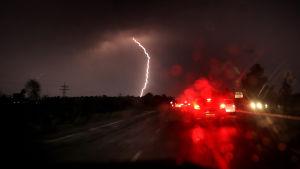 Tiotals människor avled i blixtnedslag som också orsakade bränder