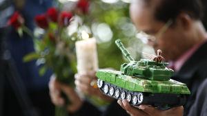 Aktivister har hållit tysta, symbolmättade protester inför den fjärde årsdagen av militärkuppen år 2014 som infaller på tisdag