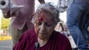 Den kända aktivisten Ana Quiroz slogs blodig under protesternas första dagar. Våldet mot demonstranterna fick protesterna att svälla och sprida sig.