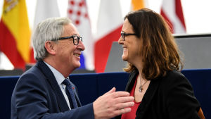EU-kommissionens ordförande Jean-Claude Juncker och handelskommissionär Cecilia Malmström träffar USA:s president Donald Trump på onsdag