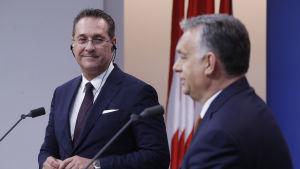 Ungerns premiärminister Viktor Orbán och Österrikes vicekansler Heinz-Christian Strache på gemensam presskonferens i Ungern i början av maj 2019.