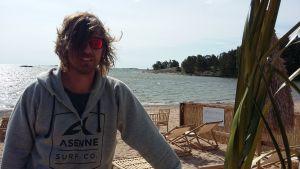 Anders Augustssons Beach Bar Plagen i Hangö har fått nytt strandområde med solstolar.