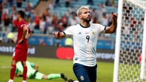 Sergio Aguero firar ett mål